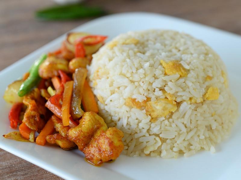Nasi Goreng Ayam Kunyit Yang Sempoi Terlajak Sedap Orang Bujang Wajib Cuba Rasa